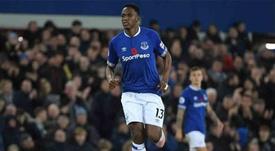 Yerry Mina es cada vez más importante en el Everton. EFE