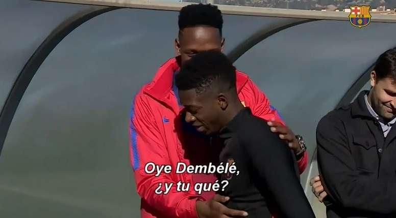 Yerry Mina bromeó con Dembélé durante sus primeras horas como azulgrana. Captura