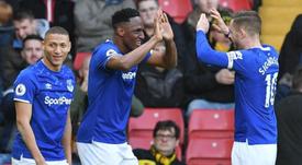 Yerry Mina e Richarlison participam de comemoração de gol do Everton. AFP/Arquivo