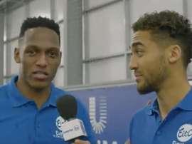 Quand Yerry Mina surprend Calvert-Lewin... en parlant anglais. Twitter/Everton