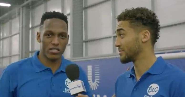Yerry Mina sorprendió a Calvert Lewin con su inglés. Captura/Everton