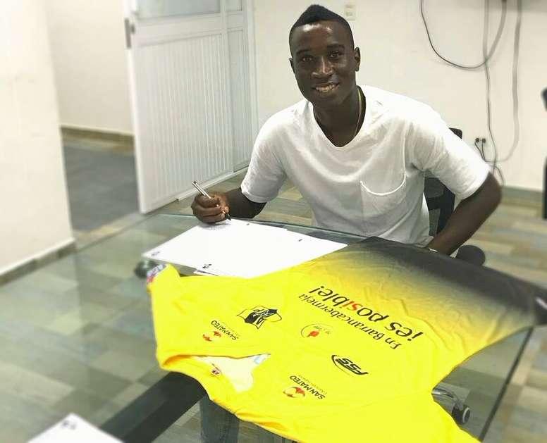 El jugador procedente de Monarcas Morelia firma por Alianza Petrolera. APetrolera