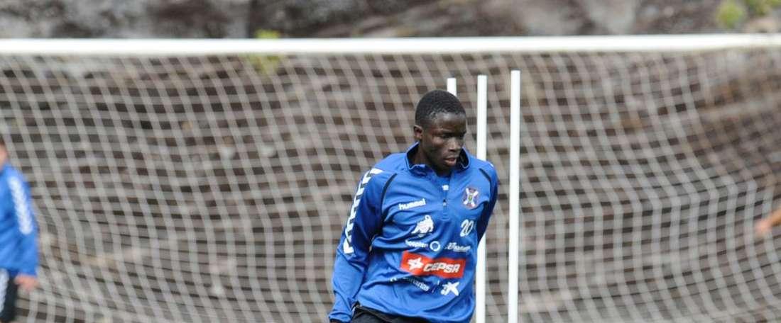Younousse Diop, nuevo jugador del Mérida cedido por el Tenerife, en un entrenamiento con el club insular. Twitter