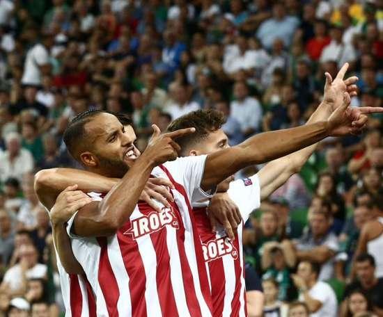 El resurgir de El Arabi sella el pase de Olympiacos. OlympiacosFC