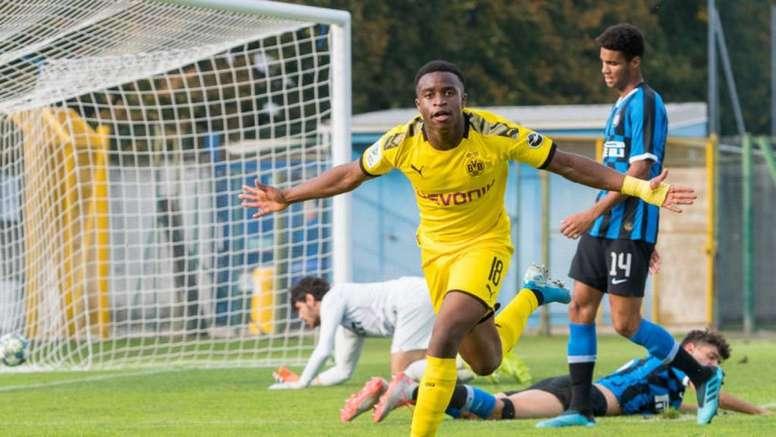 Troisième triplé en trois matchs pour Youssoufa Moukoko. Twitter/BVB