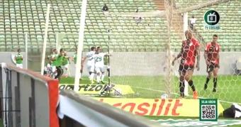 Zárate debutó y asistió a los cinco minutos. Captura/AméricaMineiro