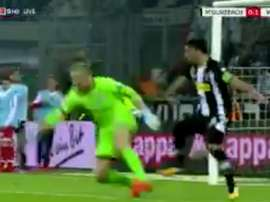 Zentner quase oferece um gol ao 'Gladbach'. Twitter