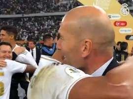 Zizou félicte Casemiro à sa façon. Capture/RealMadrid
