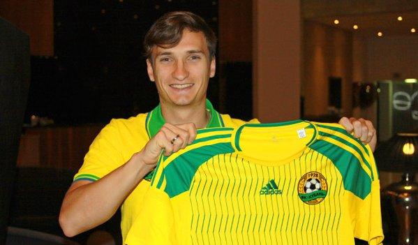 Zotov posa con la camiseta del Kuban Krasnodar. Twitter