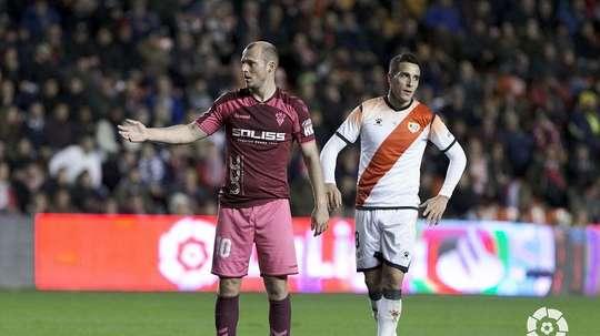 Partida da segunda divisão espanhola é suspensa por insultos vindos da arquibancada. LaLiga