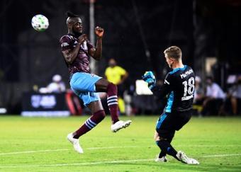 Kei Kamara (L) was the match-winner for Sierra Leone. AFP