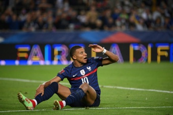 Kylian Mbappe injured a calf in Frances World Cup qualifier against Bosnia and Herzegovina. AFP