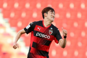 Korean pair into AFC Champions League last eight after nervy wins.