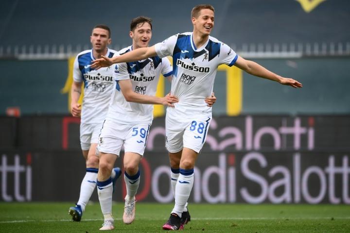 Mario Pasalic (R) scored Atalanta's fourth against Genoa. AFP
