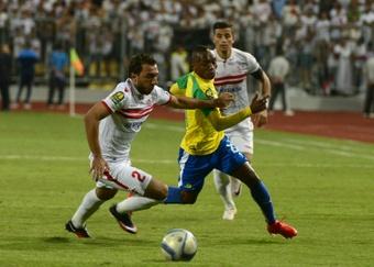 Sundowns midfielder Khama Billiat (R) and Zamaleks midfielder Ramzi Abd El-Hamid vie for the ball during the CAF Champions League final football match between Zamalek and Mamelodi Sundowns on October 23, 2016