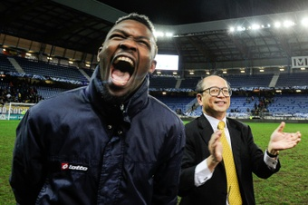 Sochaux owner Li Wing-Sang (R) celebrates with forward Marcus Thuram (L) at the end of the French cup round of 8 football match against Monaco, on February 9, 2016