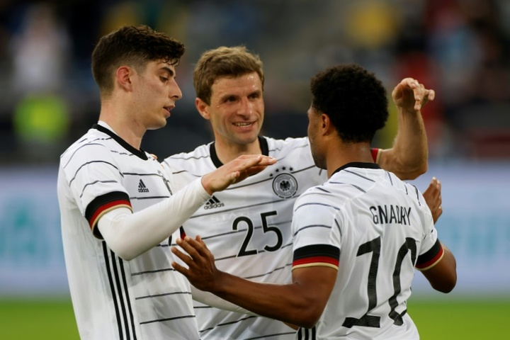 Kai Havertz (L) and Thomas Mueller (C) celebrate with Gnabry. AFP
