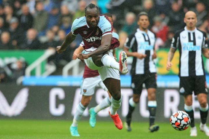 Michail Antonio (C) scored as West Ham won 2-4 at Newcastle. AFP