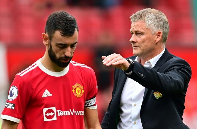 Fernandes misses penalty as Villa stop Man Utd going top