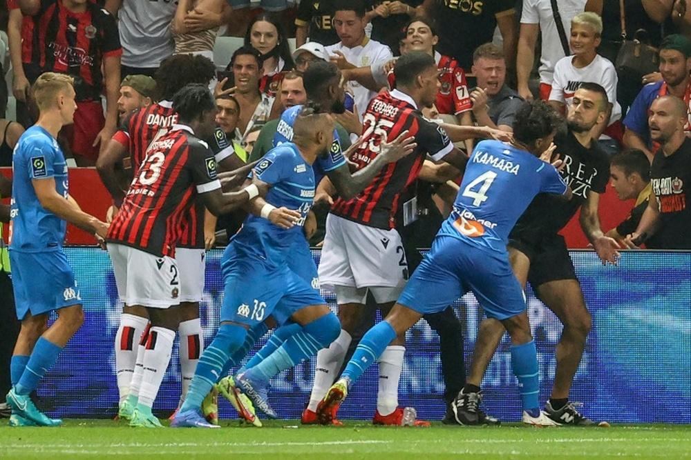 Incidents Nice-OM: la Ligue frappe fort, match à rejouer et un point retiré à Nice. AFP