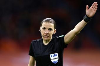 La FIFA félicite Stéphanie Frappart pour sa nouvelle première. AFP