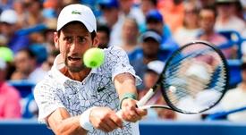 Novak Djokovic de Serbia en acción contra Roger Federer de Suiza en su último partido en el torneo de tenis Western & Southern Open en el Lindner Family Tennis Center en Mason, Ohio, 19 de agosto de 2018. EFE