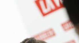 El ciclista colombiano Miguel Angel López Superlópez, del equipo Astaná, atiende a los medios de comunicación este jueves en la oficina de turismo de Teulada, poco antes de la presentación de los equipos participantes en la Vuelta Ciclista a España, que comenzará su 74 edición el próximo sábado en Torrevieja (Alicante). EFE/JAVIER LIZÓN