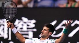 Novak Djokovic de Serbia en el partido de segunda ronda del Torneo Abierto de Austria frente al japonés Tatsuma Ito en Melbourne, Australia, el 22 de enero de 2020. EFE/EPA/DAVE HUNT