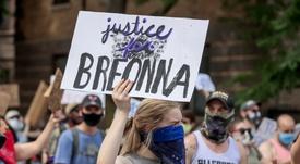 Vista de un cartel en el que se pide justicia por Breonna Taylor. EFE/Tannen Maury/Archivo