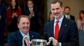 Juan de Dios Román recoge el Premio Nacional Francisco Fernández Ochoa a la trayectoria de una vida entregada, de manera notoria, a la práctica, organización, dirección, promoción y desarrollo del deporte. EFE/Emilio Naranjo