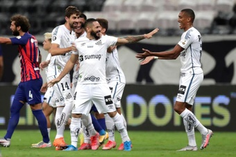 Santos El subcampeón no falla y estará en la Libertadores. EFE