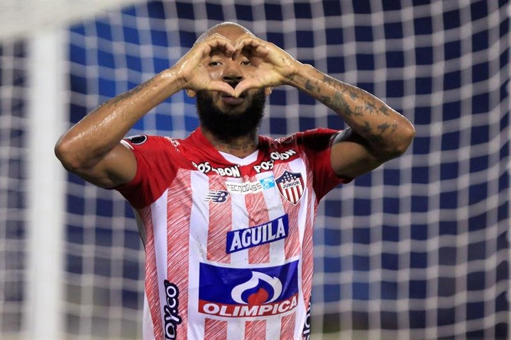 Junior goleó 3-0 a Bolívar. EFE