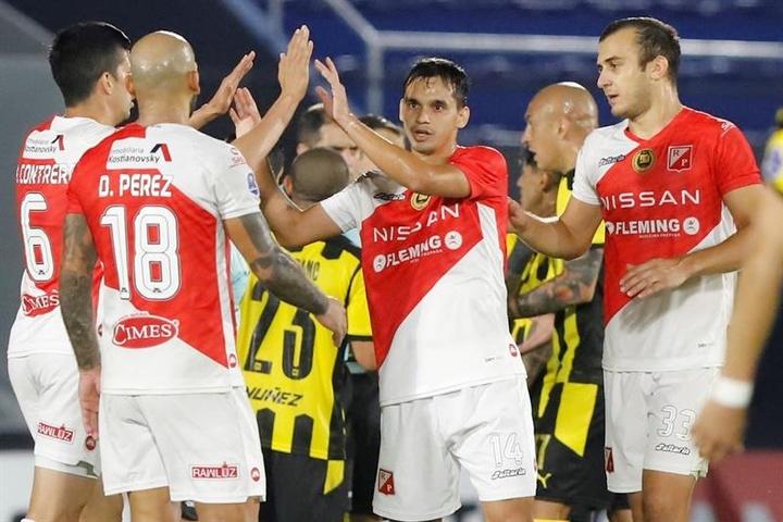 River Plate venció 2-1 a Peñarol. EFE