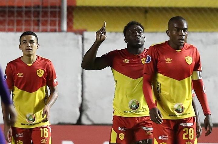 Aucas goleó a Metropolitanos (3-0). EFE