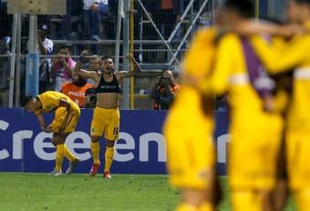 Rosario Central goleó 5-0 a Huachipato. EFE