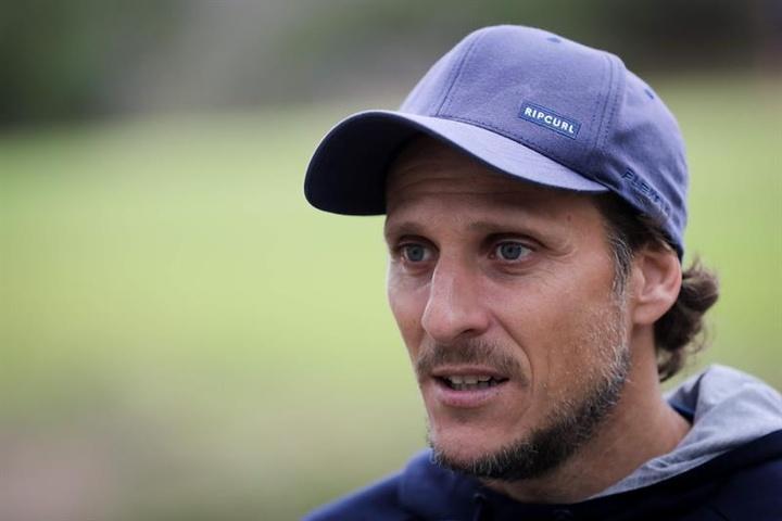 Forlán acapara los focos en el estreno de la Segunda División de Uruguay. EFE