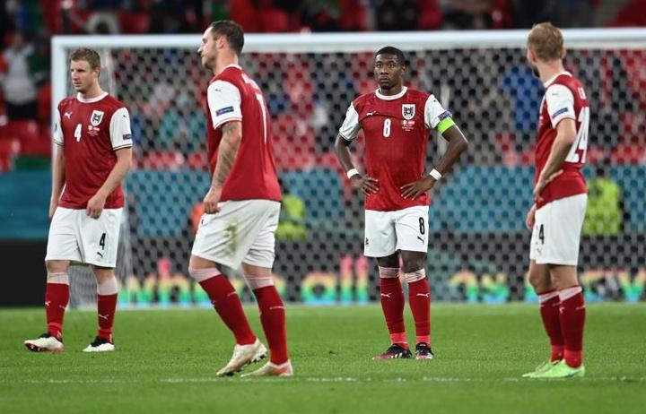 Austria hizo el 0-1, pero el VAR avisó que había fuera de juego de Arnautović. EFE