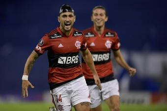 Flamengo empieza a reducir distancias; Corinthians vuelve a caer. EFE