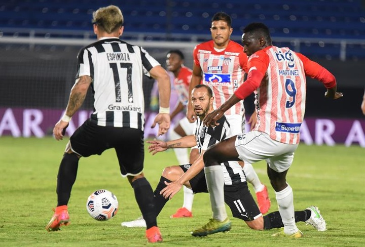 Libertad jugará en cuartos de final contra el ganador del Independiente-Santos. EFE