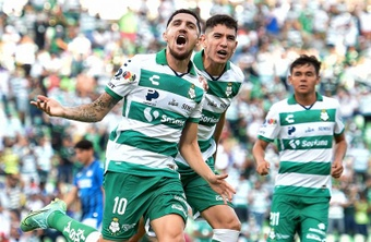 Santos Laguna y Cruz Azul empataron a uno. EFE