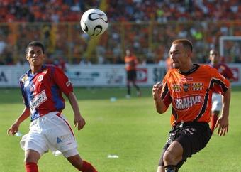 El clásico salvadoreño marcará la jornada del Apertura Salvadoreño. EFE