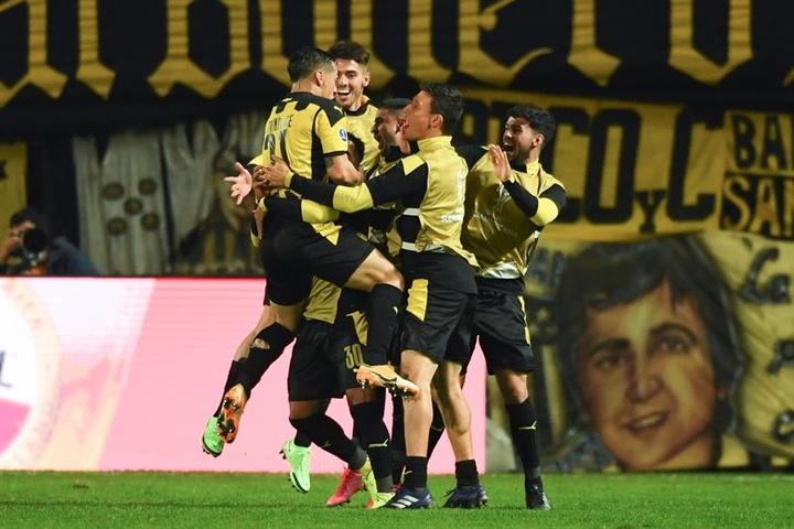 Peñarol tuvo que defender como local el 3-1 conseguido en la ida. EFE