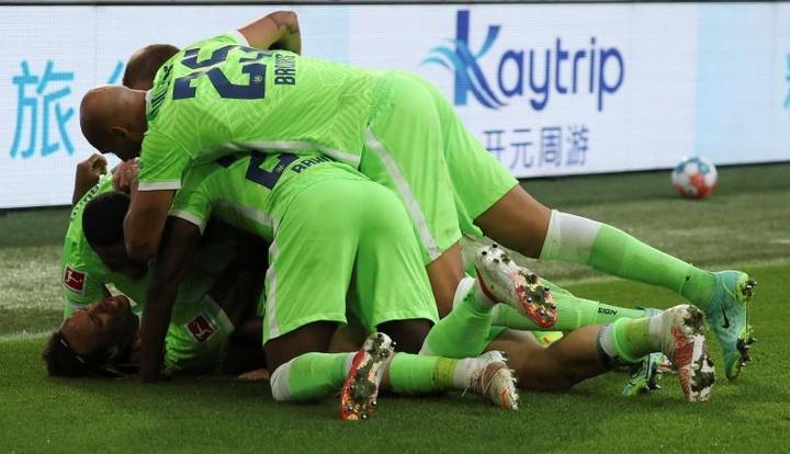 Rousillon firma el pleno al tres del Wolfsburgo. EFE