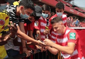 Santiago Arias espera volver a sentirse jugador en el club andaluz. EFE