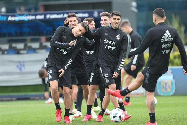 La Selección Argentina se encuentra entrenando en Ezeiza. EFE