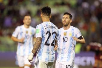 Argentina vuelve al fútbol tras el lío en Brasil. EFE