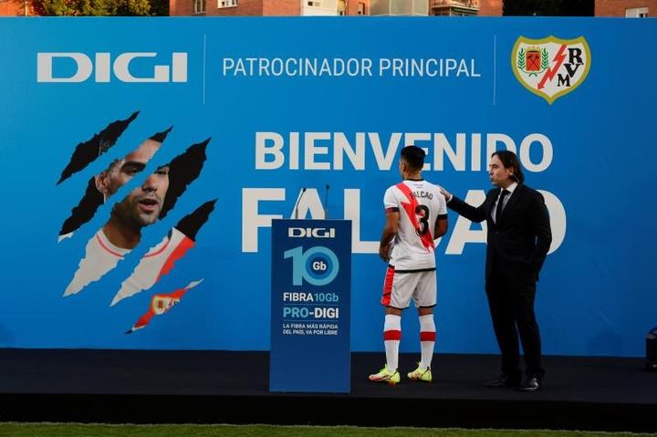 Radamel Falcao ya sabe lo que es el calor del Estadio de Vallecas. EFE