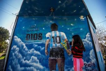 Los hijos de Maradona usan el Instagram del '10' para mandar un emotivo mensaje. EFE