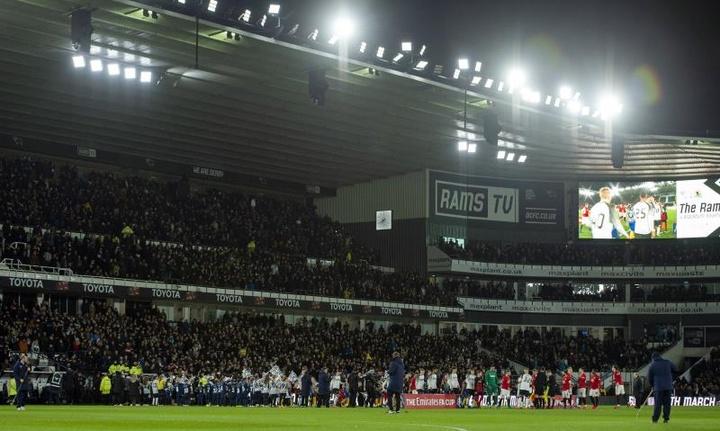La EFL anunció que restará 12 puntos al Derby County. EFE