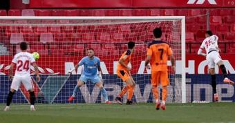 El Valencia ganó dos veces y perdió en otras dos. EFE